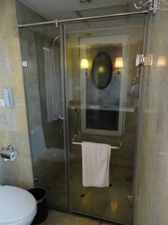 Hanoi Boutique Hotel: Shower