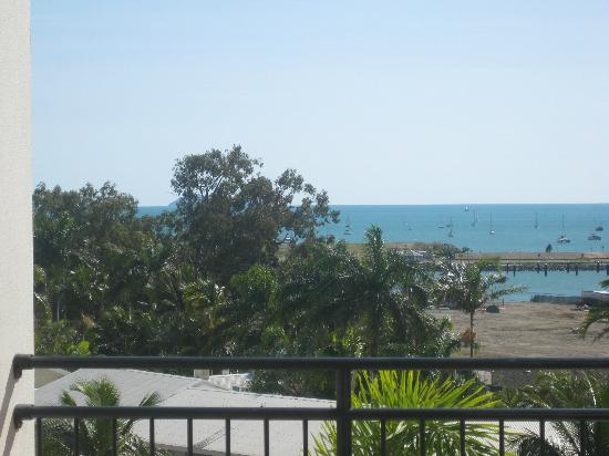 Blue Horizon Resort Apartments: Looking from balcony out to whitsundays
