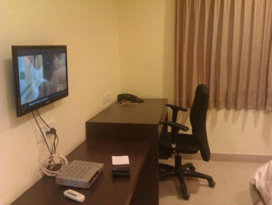 Hotel Naveen Regency: Study Table
