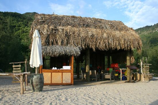 An Lam Ninh Van Bay Villas: Activity area on beach at An Lam
