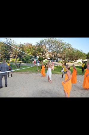 Voyager Beach Resort: wedding volleyball