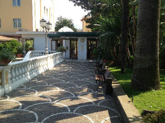 Grand Hotel Parco Del Sole: главный вход