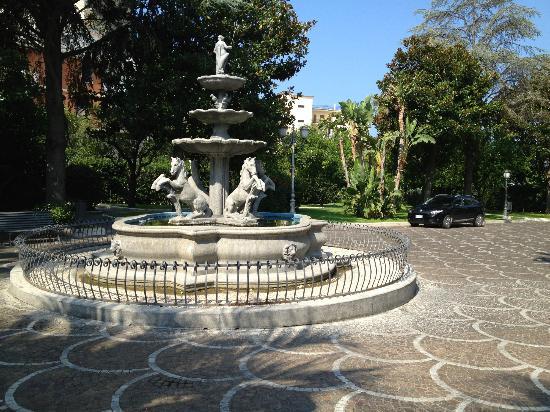 Grand Hotel Parco Del Sole: фонтан на территории