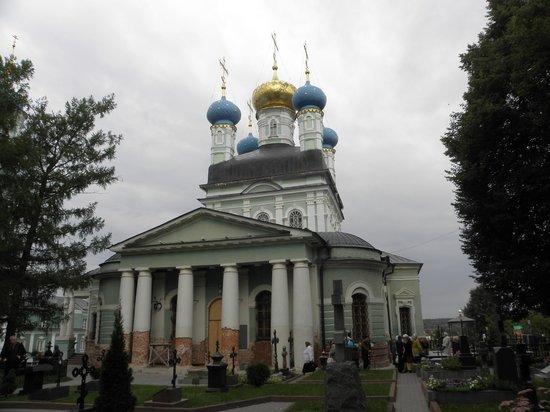 Kozelsk, Russland: Главный храм обители во всей красе.