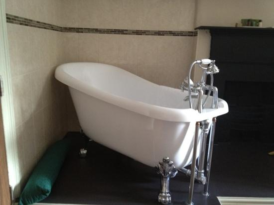 Guildhall Tavern Hotel & Restaurant: single Room bath