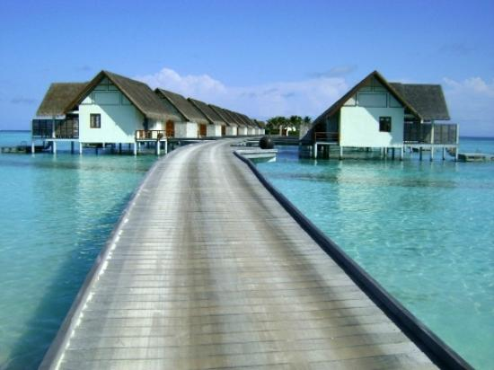 Four Seasons Resort Maldives at Landaa Giraavaru: Jetty to Villa