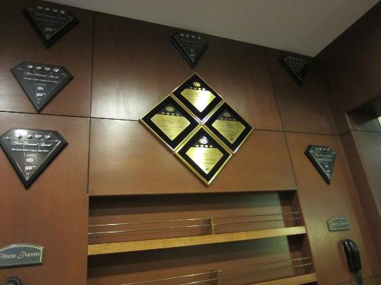 Sheraton Suites Calgary Eau Claire: Distinctions