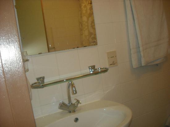 Doria Hotel Amsterdam: bath room sink