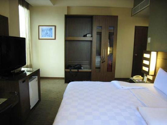 Cititel Penang: Deluxe room. Safe in wardrobe.