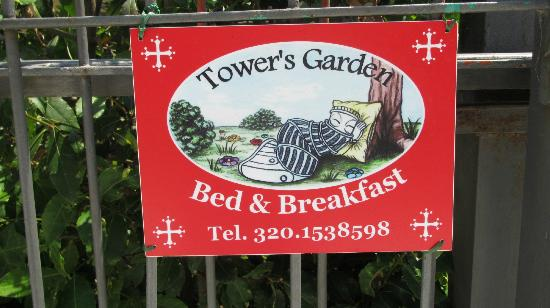 B&B Tower' s Garden : sign on the gate