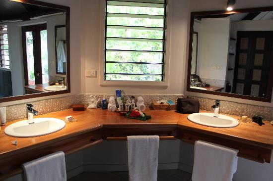 Yasawa Island Resort and Spa: The bathroom...