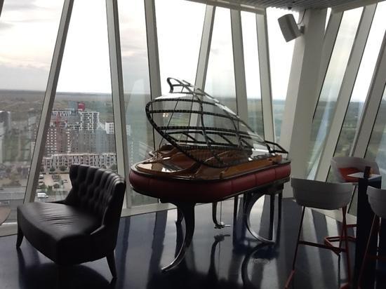 Sky Bar at Bella Sky Hotel : enjoy the view