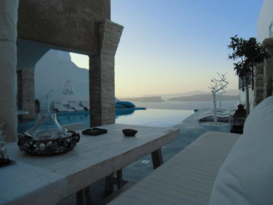 Astarte Suites: Pool side 