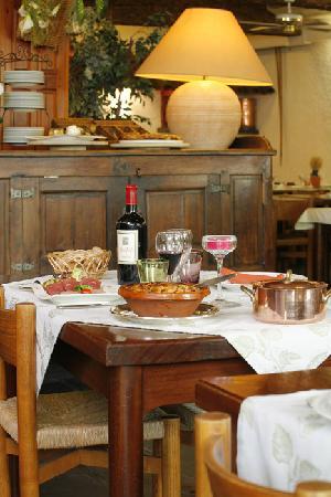 Hotel Cartier: Au restaurant, cuisine traditionnelle et régionale