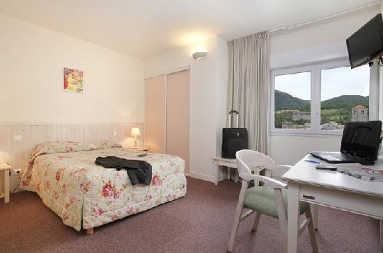 HOTEL RESTAURANT CARTIER : Chambre supérieure