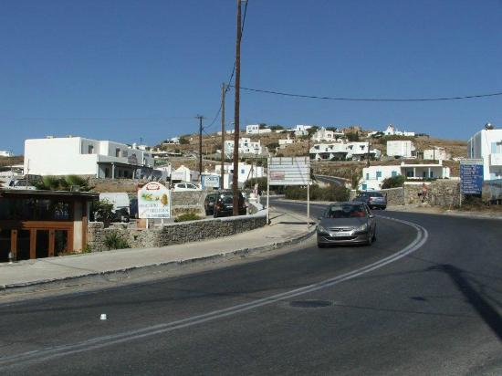 Anixi Hotel Mykonos: Anixi Studios from busy road