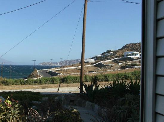 Anixi Hotel Mykonos: View of sea from back of Anixi Studios