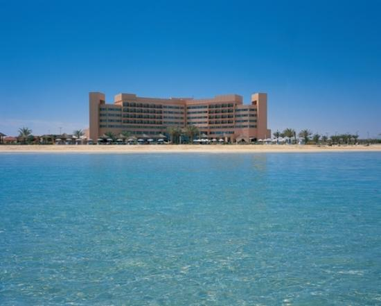 Danat Jebel Dhanna Resort: incredible sea and beach!