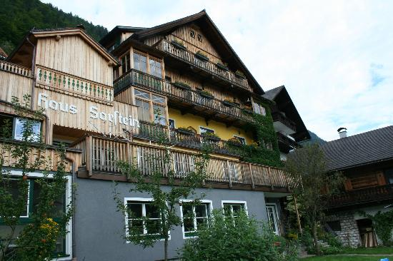 Pension Sarstein : The little hotel facing the lake