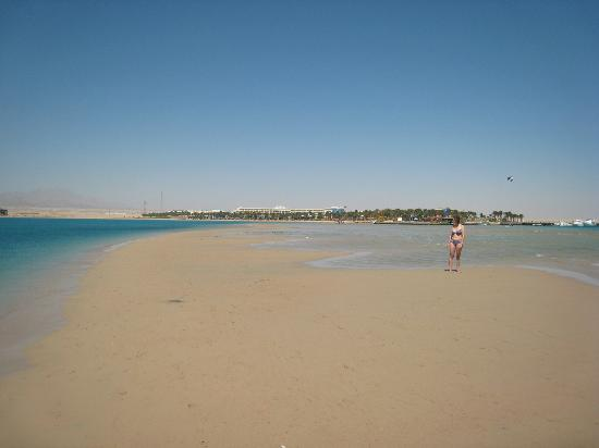 SENTIDO Palm Royale: beach near marina