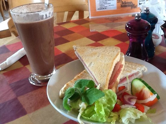 The Gallery Cafe: Hot Chocolate with Ham Sandwich