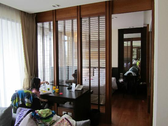 Amanta Ratchada Serviced Apartment Bangkok Hotel: view towards the bedroom