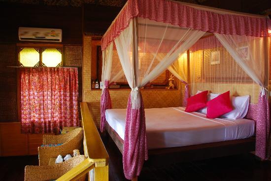 Charm Churee Villa: Deluxe (bungalow)