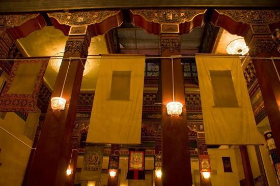 Buddhist Temple Datsan Gunzechoinei: Зал для молебнов