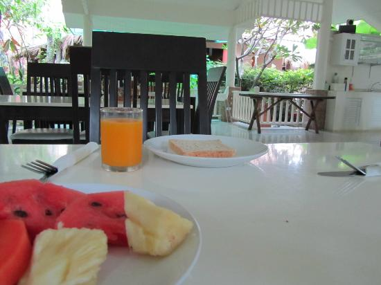Prinz Garden Villa: breakfast in a relaxed surrounding, so happy