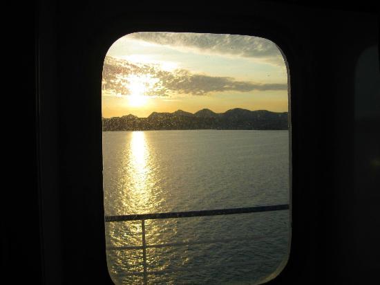Baja Ferries: Vista del amanecer, desde el camarote.