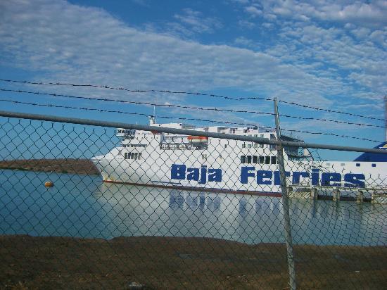 Baja Ferries: El ferri anclado.