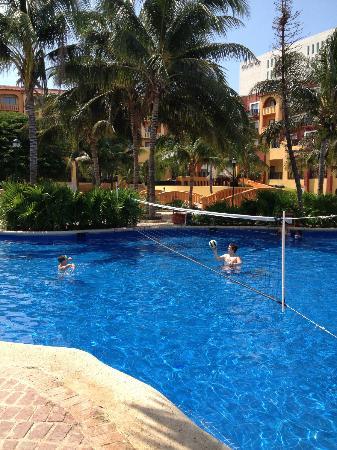 Fiesta Americana Villas Cancun: Poolside