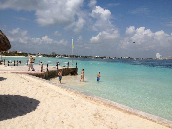 Fiesta Americana Villas Cancun: White sand and blue sea