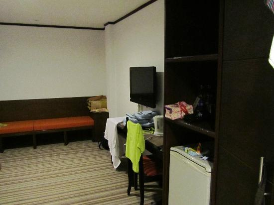Bossotel Bangkok: room (updated)