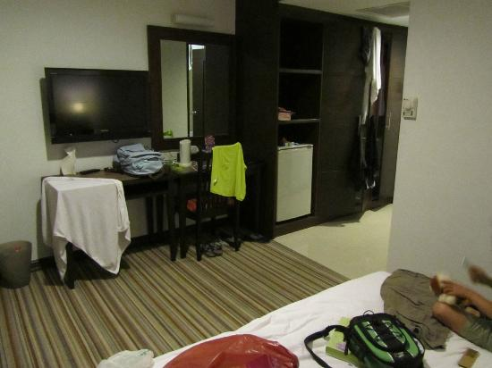 Bossotel Bangkok: sorry for the mess