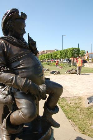 The Gower Memorial: 架空の人物サー·ジョン·フォルスタッフ像