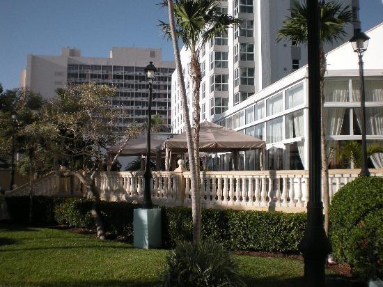 Hotel Riu Plaza Miami Beach : outside
