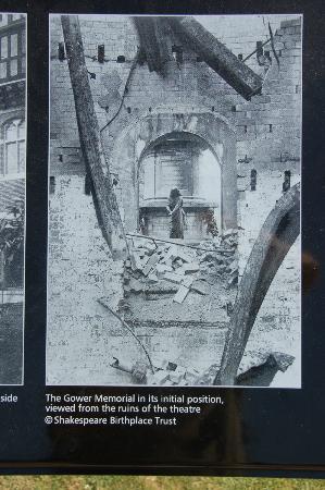 The Gower Memorial: 初期のロイヤルシェイクスピア劇団の建物火災後のマクベス夫人像