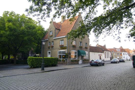 Hotel 't Keizershof : 역에서 길 건너면 보이는 호텔....