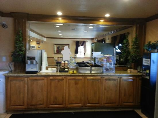 Nellis Suites at Main Gate: Picture of the whole Express Contiential breakfast. (Don't blink or you will miss it!)
