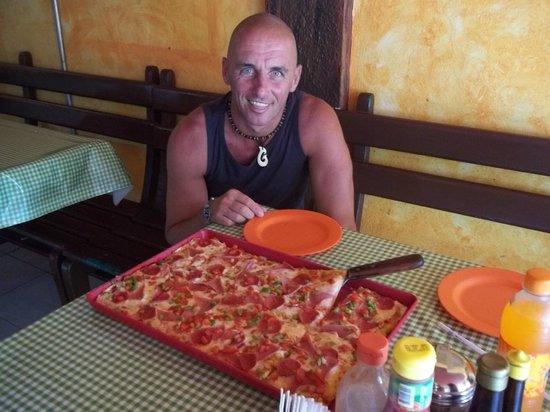 Fellini's Pizzeria: Me and my little Pizza :)))))))))))))))))))))
