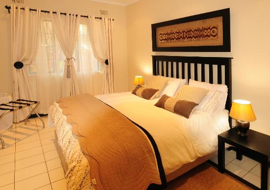 Ten On Edison Guest House: Umhlanga suite bedroom