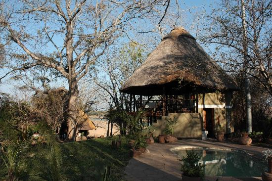 Chilo Gorge Safari Lodge: Tea house/ dining