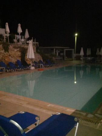 Vouliagmeni Suites: Poll by night