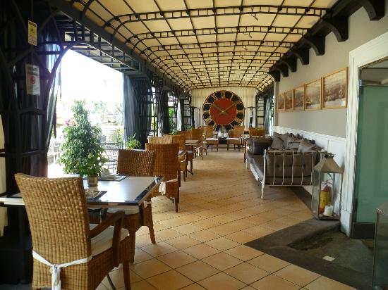Isa Hotel: Otro espacio del restaurante. Area Bar