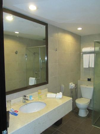 Furama Bukit Bintang: The Bathroom
