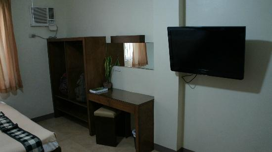 Las Casitas de Angela II: desk and tv