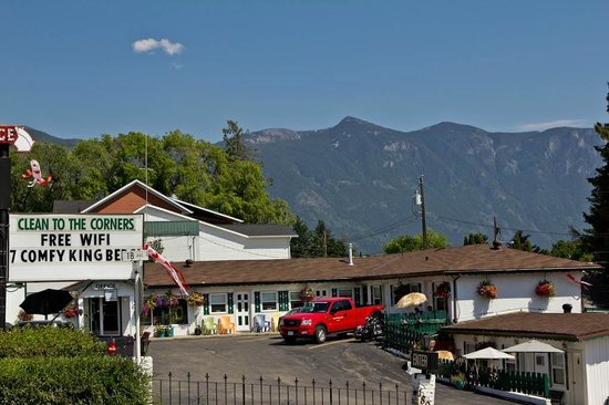 Creston Valley Motel : Comfortable, Friendly, & Clean To The Corners