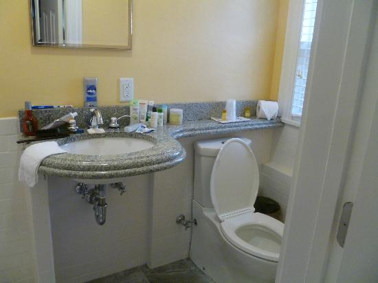 The Inn at Crystal Cove: Bathroom