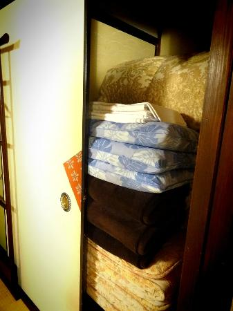 Guest House Rakuza The Futon Closet And Sheets For Blanket Pillow